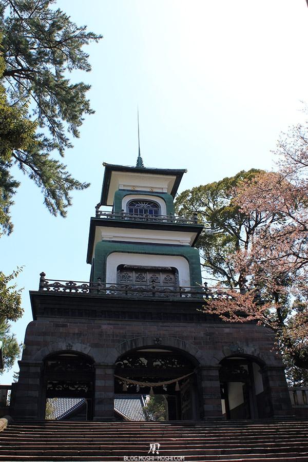 journee-kanazawa-oyama-jinja-entree-torii-tour-vue-bas
