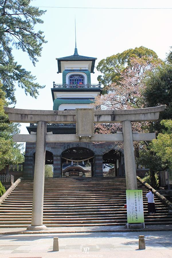 journee-kanazawa-oyama-jinja-entree-torii-tour