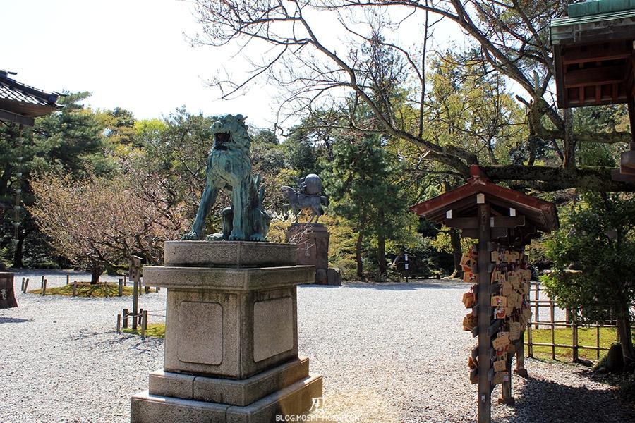 journee-kanazawa-oyama-jinja-statue-komaini-maigre