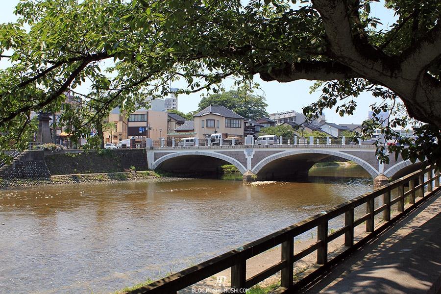 Visitez Kanazawa journee-kanazawa-riviere-pont