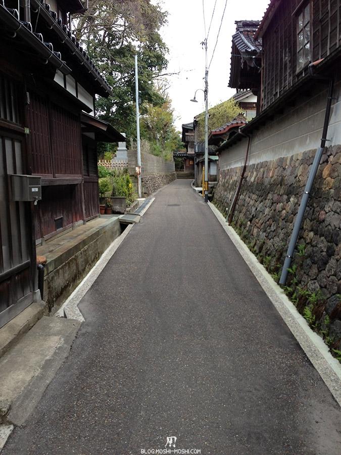journee-kanazawa-temple-ninja-dera-ruelle-etroite-traditionnelle-vers-entree-derobe