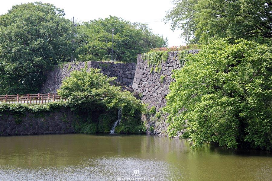 chateau-yamagata-parc-kajo-douves-murailles-ruisseau