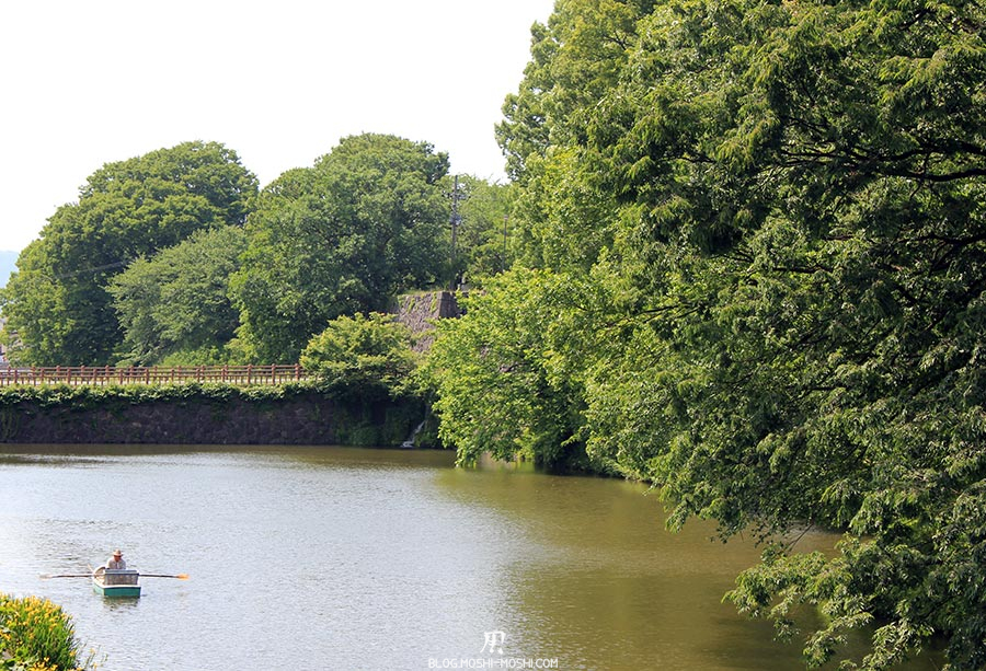chateau-yamagata-parc-kajo-douves-rameur-barque