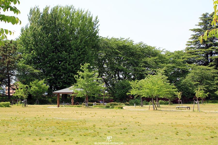 chateau-yamagata-parc-kajo-esplanade-kiosque-repos