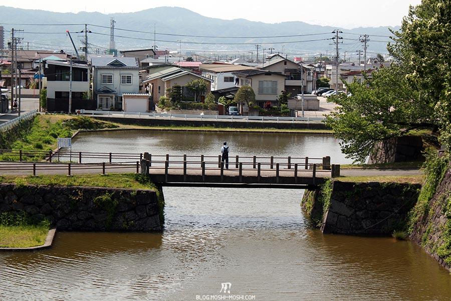 chateau-yamagata-parc-kajo-pecheur-dos