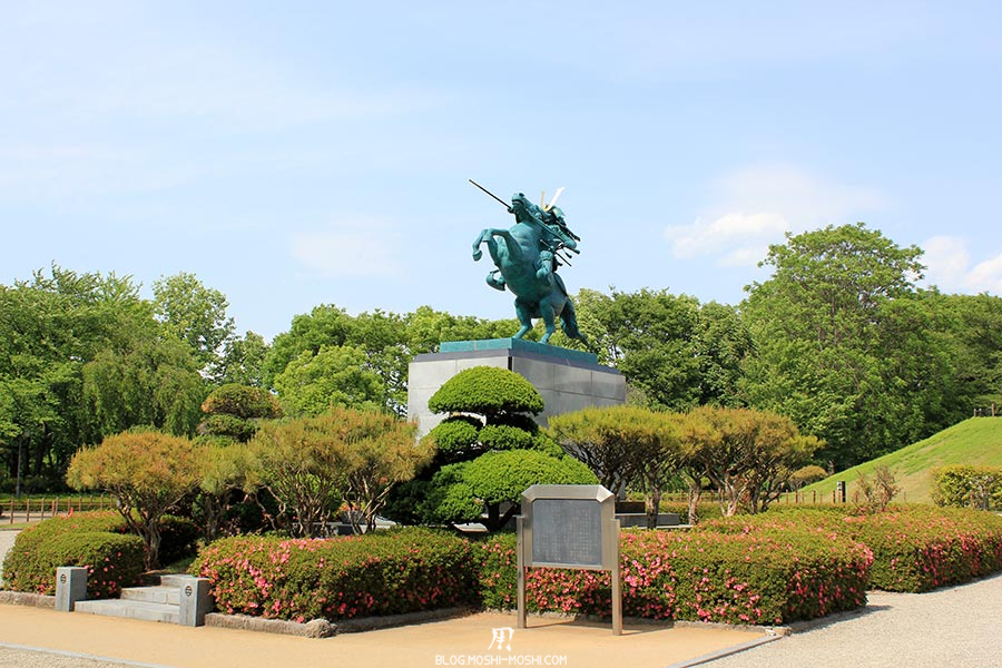chateau-yamagata-parc-kajo-statue-jardinet