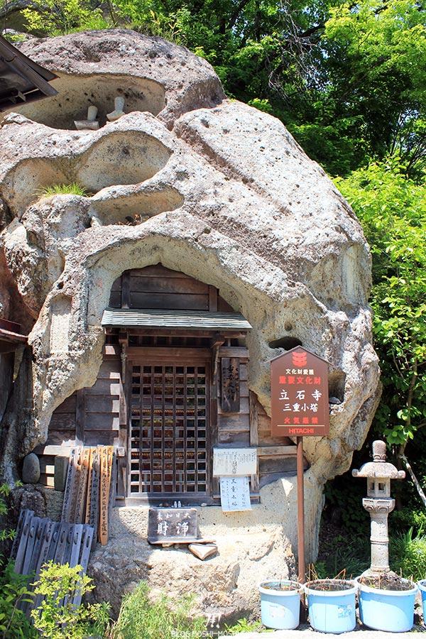 sendai-yamagata-temple-yamadera-risshaku-ji-autel-dans-la-roche