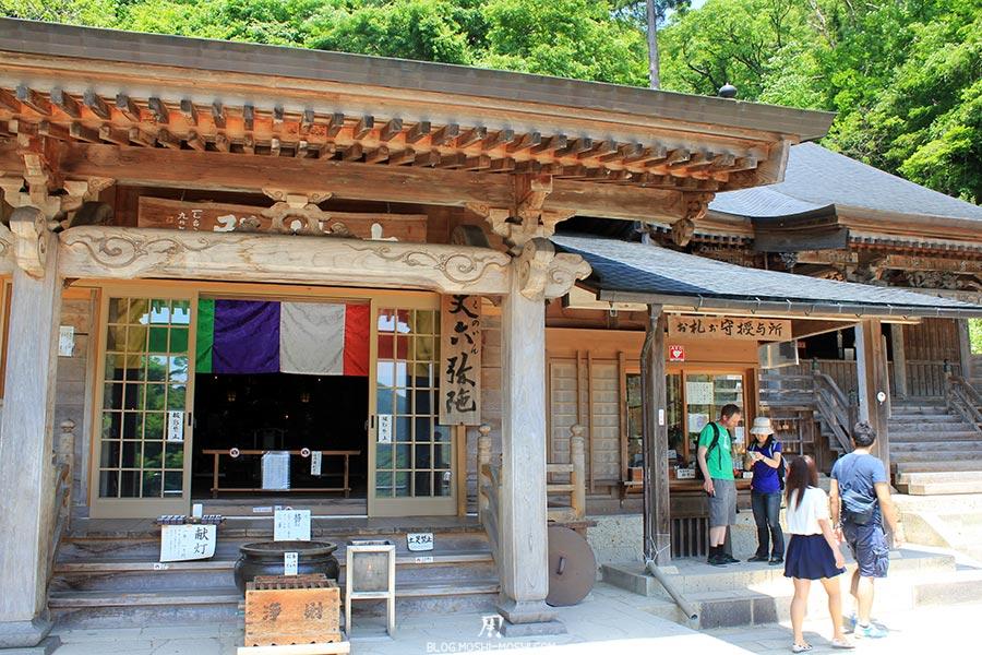 sendai-yamagata-temple-yamadera-risshaku-ji-autel-prieres