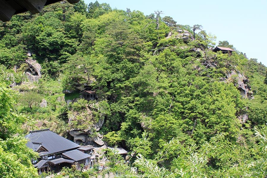 sendai-yamagata-temple-yamadera-risshaku-ji-batiments-encastres-falaises