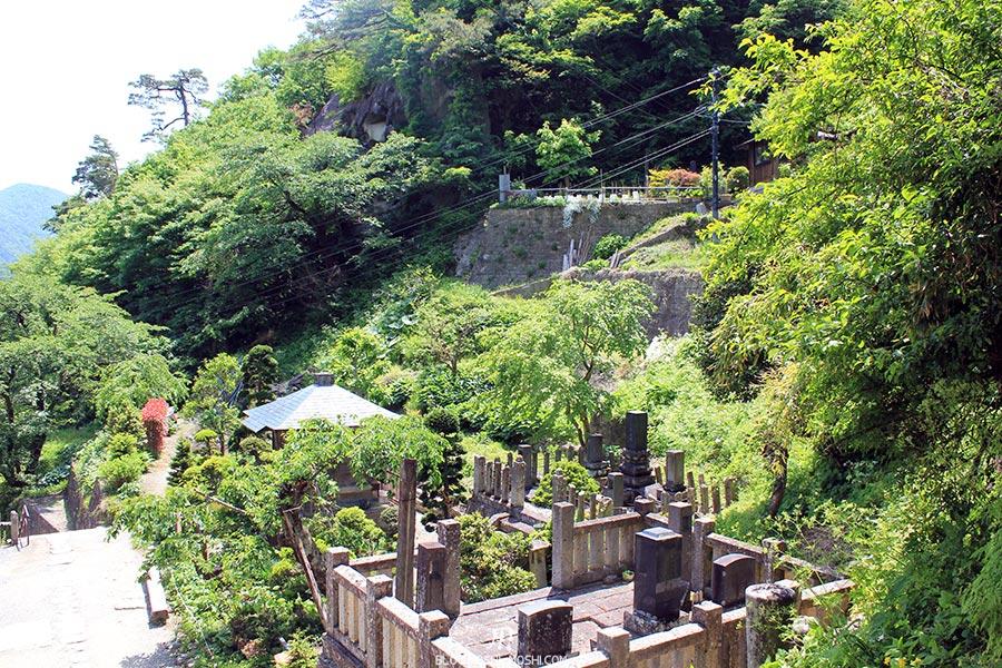 sendai-yamagata-temple-yamadera-risshaku-ji-cimetiere