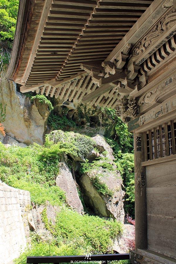 sendai-yamagata-temple-yamadera-risshaku-ji-descente-details-bois-torii