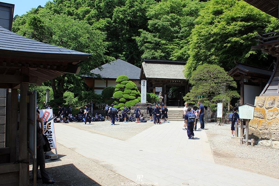 sendai-yamagata-temple-yamadera-risshaku-ji-entree-sortie-scolaire