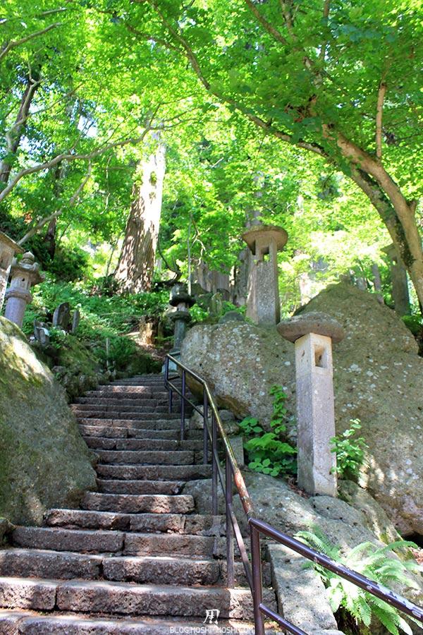 sendai-yamagata-temple-yamadera-risshaku-ji-escalier-serpentueux