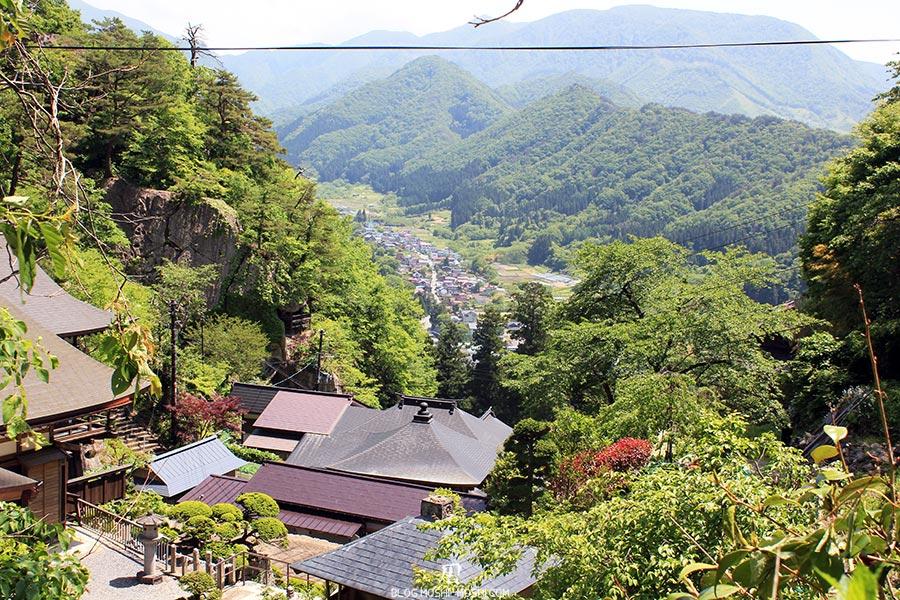 sendai-yamagata-temple-yamadera-risshaku-ji-escaliers-de-toits-vallee