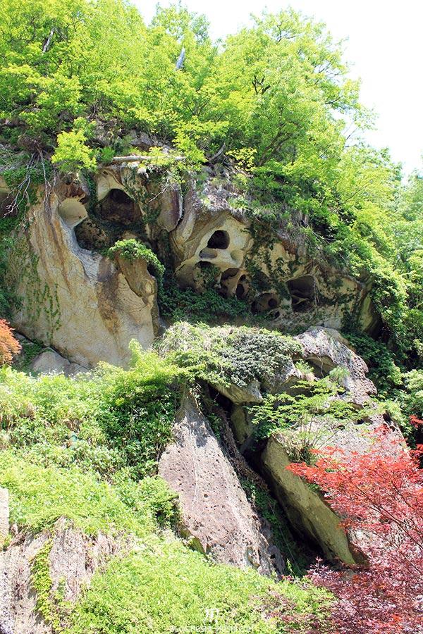 sendai-yamagata-temple-yamadera-risshaku-ji-falaise-erosion-trous