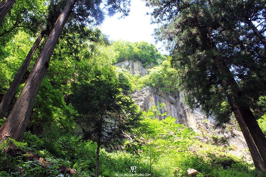 sendai-yamagata-temple-yamadera-risshaku-ji-falaises-travers-pins