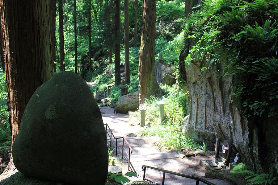 sendai-yamagata-temple-yamadera-risshaku-ji-gros-rocher-gravures-kanji