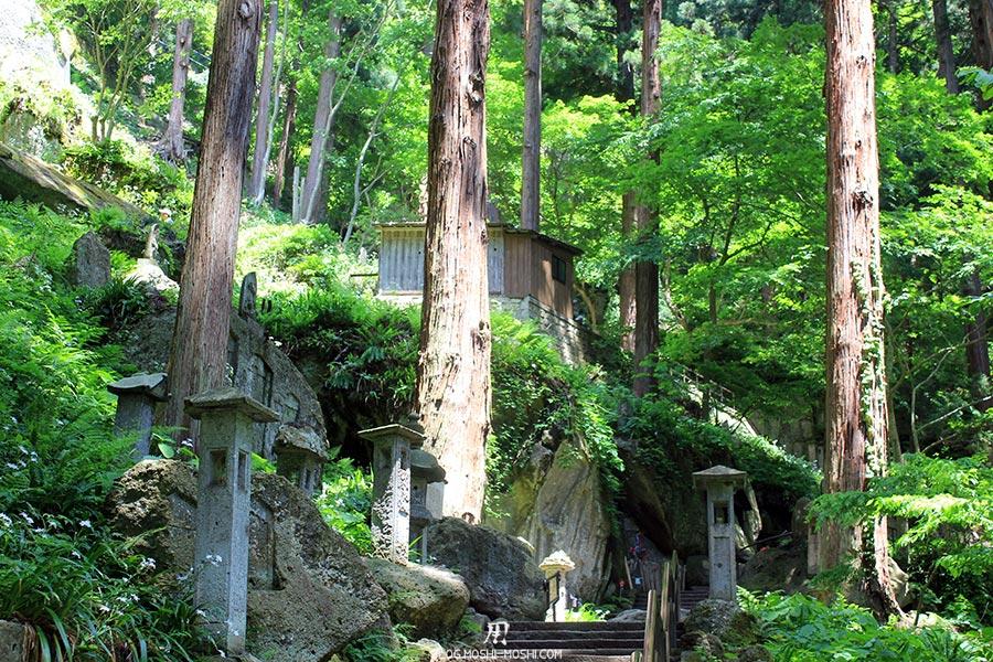 sendai-yamagata-temple-yamadera-risshaku-ji-immenses-pins