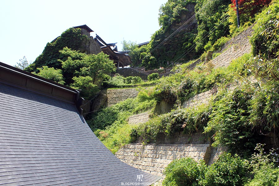 sendai-yamagata-temple-yamadera-risshaku-ji-palier-vegetal-toits