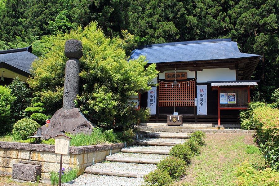 sendai-yamagata-temple-yamadera-risshaku-ji-petit-batiment-priere