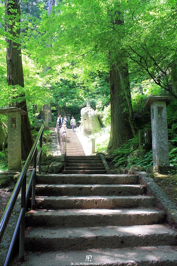 yamadera sendai-yamagata-temple-risshaku-ji-premiere-bonne-montee