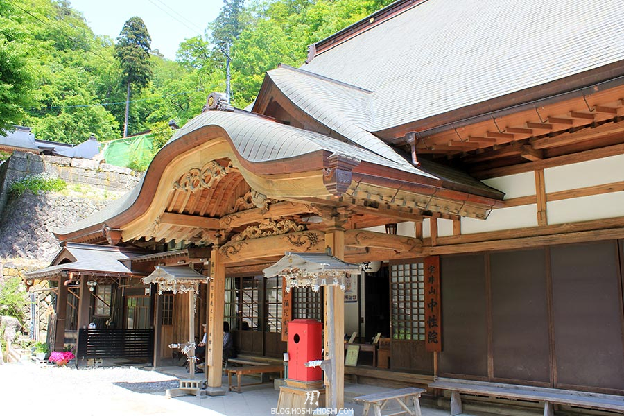 sendai-yamagata-temple-yamadera-risshaku-ji-sculpture-bois
