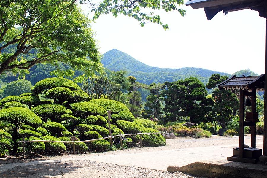 sendai-yamagata-temple-yamadera-risshaku-ji-sortie-temple-arbustes