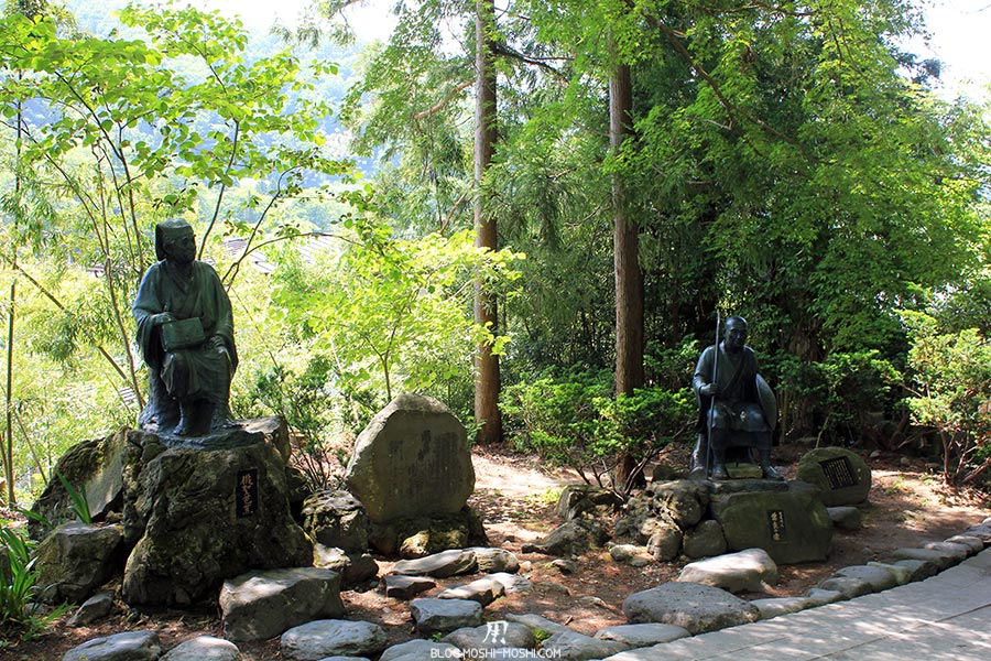 yamadera risshaku-ji-statues-moines