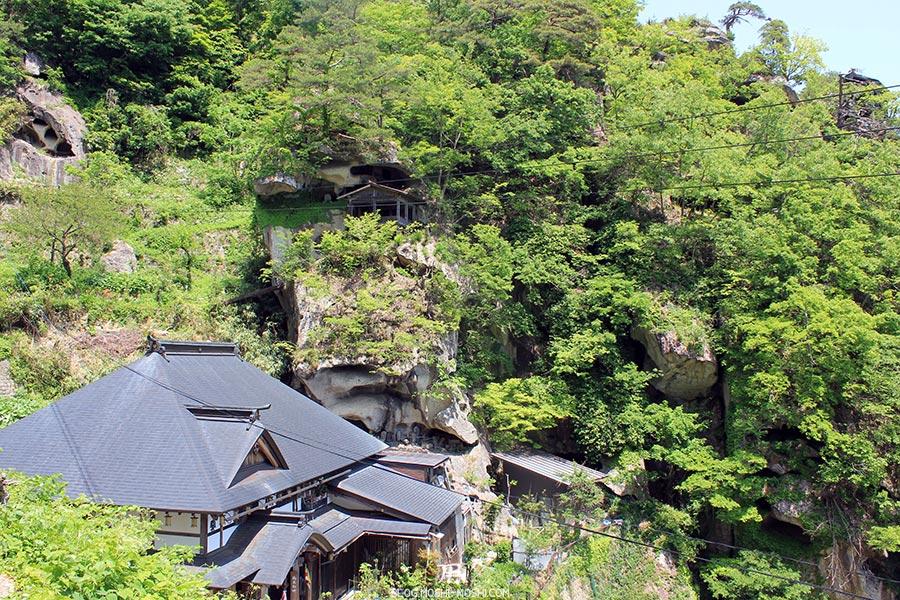 sendai-yamagata-temple-yamadera-risshaku-ji-temple-dans-la-roche