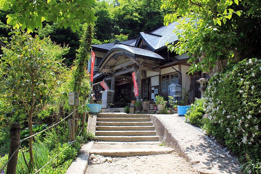 sendai-yamagata-temple-yamadera-risshaku-ji-vieille-batisse