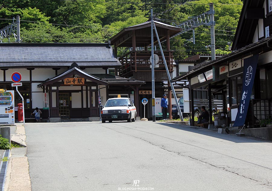 sendai-yamagata-temple-yamadera-risshaku-ji-ville-petite-gare-ancienne-taxi