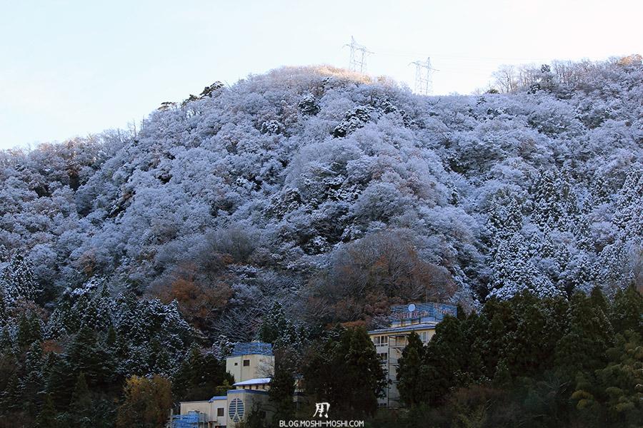 yamanaka-onsen-saison-momiji-montagnes-neige