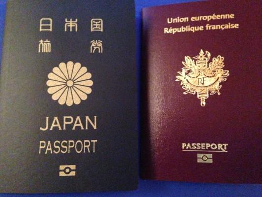 Double nationalité admise jusqu'à 18 ans et ensuite... ça sera le choix :o